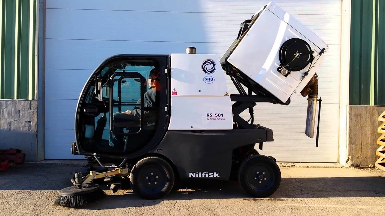 For Sale 2006 Nilfisk Advance Compact Street Sweeper Low