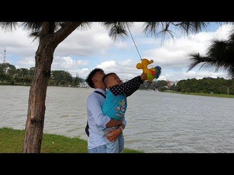 Trò Chơi Bé Pin Dạo Hồ Xuân Hương ❤ ChiChi ToysReview TV ❤ Đồ Chơi Trẻ Em Baby Doli Fun Song