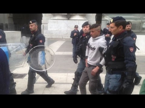 Blitz polizia in Centrale a Milano, la protesta dei migranti