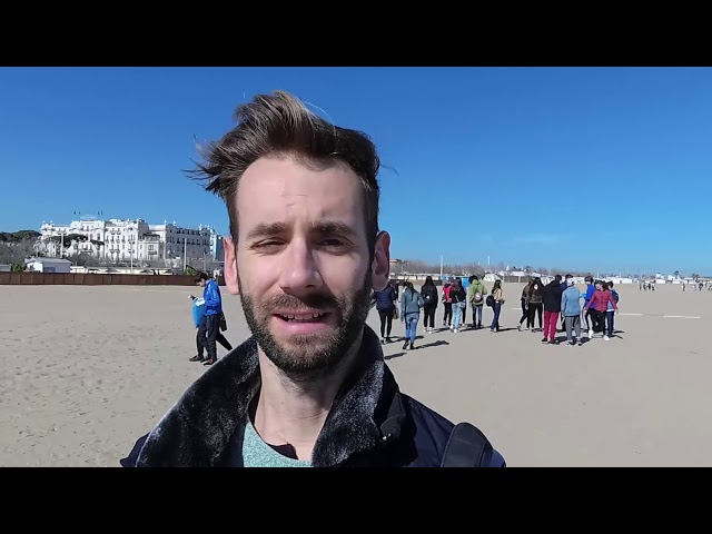 RIMINI: Fridays for future, migliaia di studenti ripuliscono la spiaggia | VIDEO