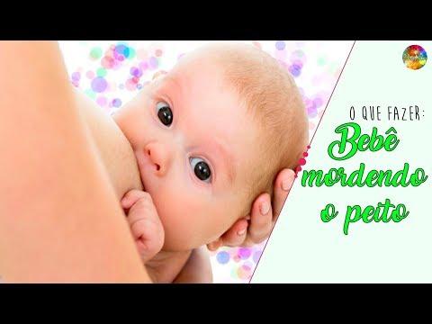 Bebê que morde o peito   O que fazer?