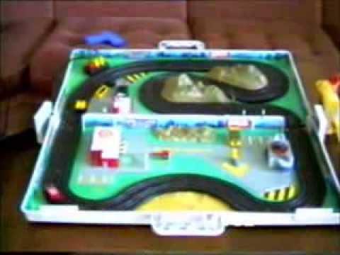 Micro Machines Race in a case slot car set on November 7, 1992 / Maletin de Slot de Micro Machines