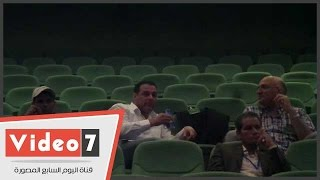 لحظات ترقب من عصام عبد الفتاح أثناء إدلاء أحمد مرتضى بصوته فى الانتخابات