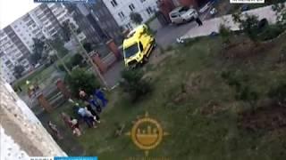 В Солнечном в Красноярске ребенок выпал из окна вместе с противомоскитной сеткой