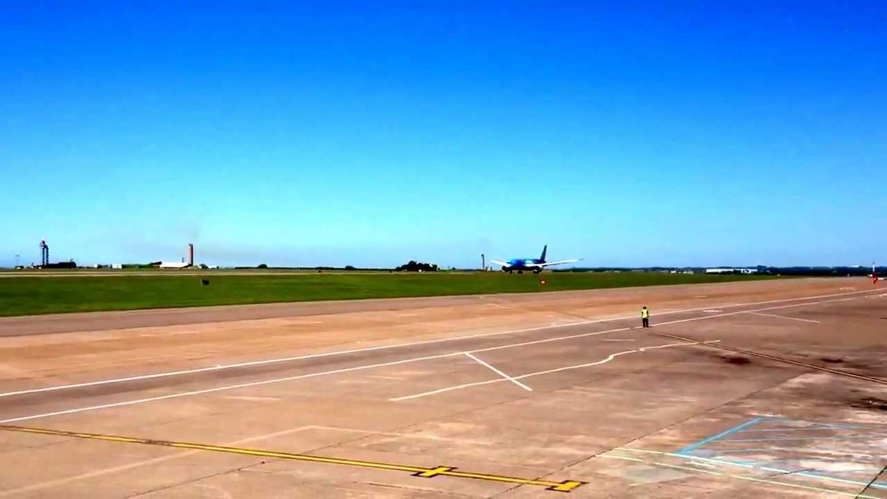 Thomson 787 Dreamliner takeoff from Cardiff (G-TUIB) - YouTube