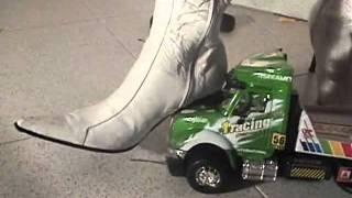 Caterpillar & Big Truck Vs Four Boots