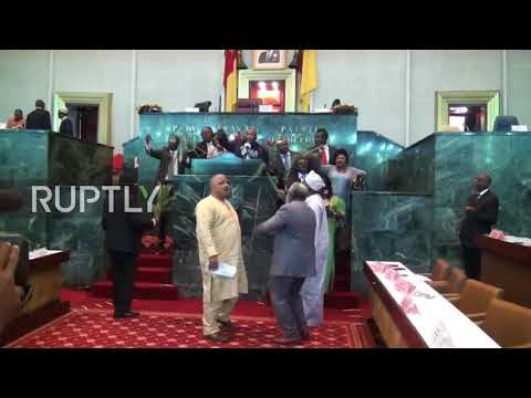 Cameroon: MPs stop parliament session over Anglophone crisis
