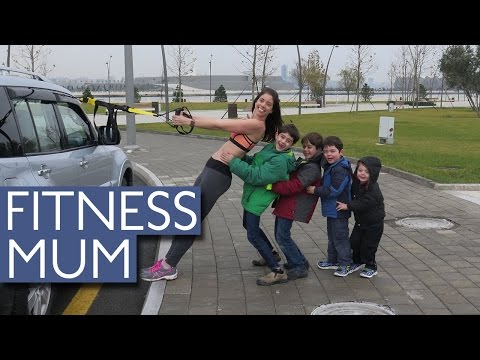 Super Fit Mum Works Out With the Help From Her Kids