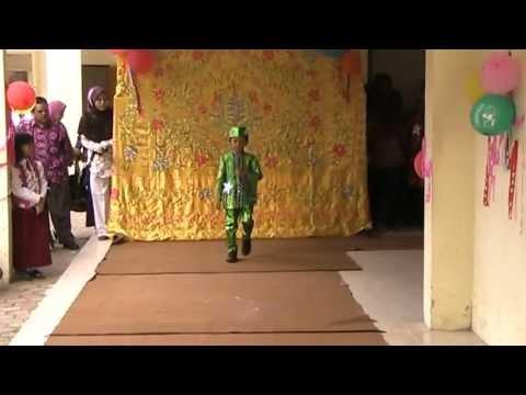 Fashion show busana muslim pesta anak laki laki - YouTube
