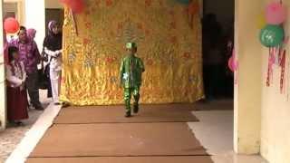 Fashion show busana muslim pesta anak laki laki