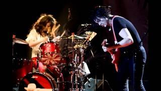 The White Stripes - The Big Three Killed My Baby. Live Le Zenith, Paris 2004. 17/27