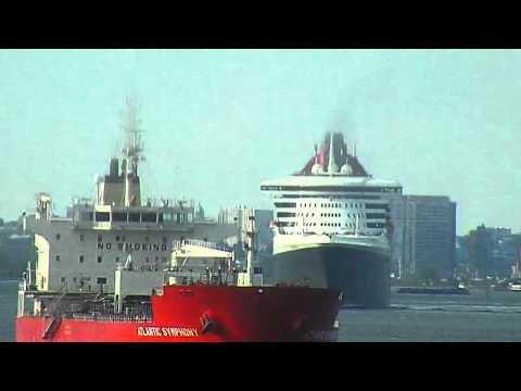 QUEEN MARY 2 Departs New York Harbor - 7/27/2011
