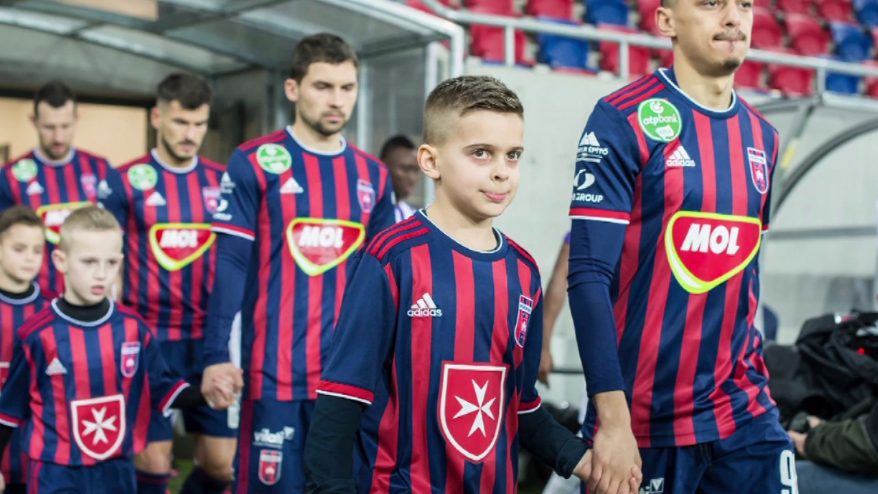 MOL Fehérvár FC játékosainak pályára kísérése (fotók ...