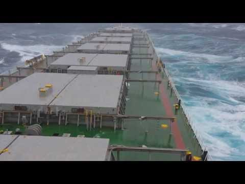 12 beaufort in Pacific Οcean - Storm