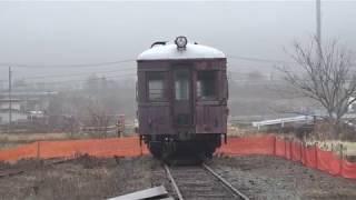 鉄板が敷かれ重機搬入準備が行われ、車内の解体が行われていた、長野電鉄旧屋代線信濃川田駅。