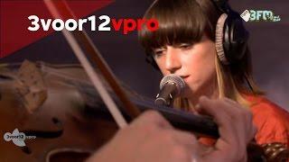 Sue The Night - Disparate Youth (Santigold cover) Live bij 3voor12 Radio