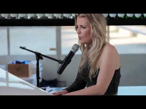 Akoestische band  - Jennifer Ewbank - In the name of love (cover)
