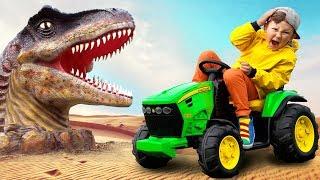 سينيا وقصة مضحكة عن كيفية كسر ديناصور صغير جرار