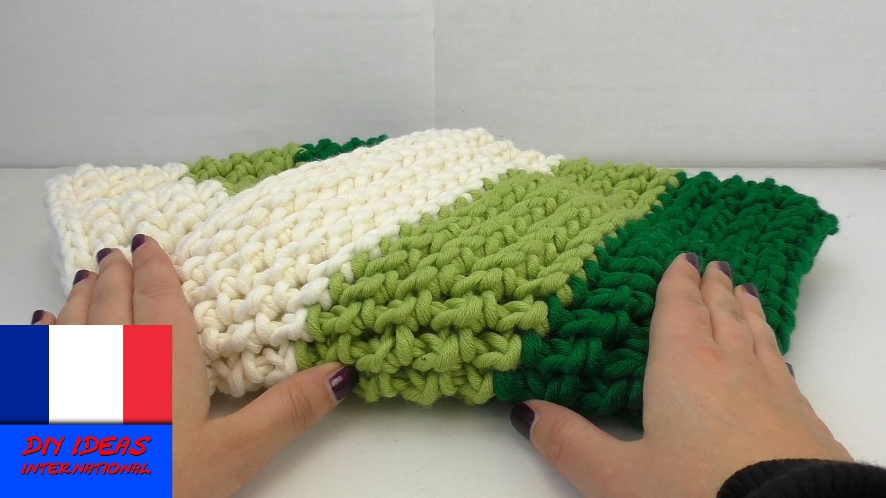crocheter une charpe tube tricolore diy avec crochet et laine pour l 39 hiver youtube. Black Bedroom Furniture Sets. Home Design Ideas