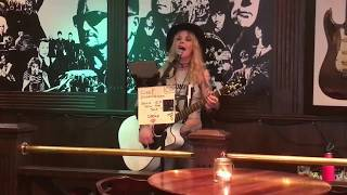 Clare Cunningham - 'Whiskey talks', live at 'The liffey', Stockholm