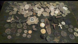 Монеты в обычных ,  сельских , огородах  + клад монет на чердаке