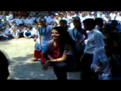 selena gomez dancing in nepal with school students
