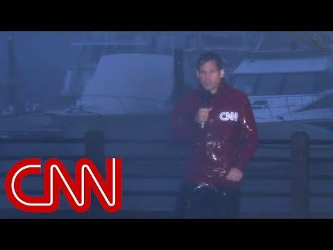 Hurricane Florence splits CNN anchor\'s microphone cord