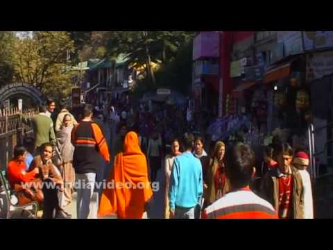 Hurried pedestrians in Shimla city