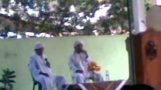 Dai Kembar setelah ceramah bersholawat kepada Nabi