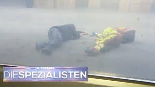 Bewusstloser Sanitäter im Lagerhaus: Wieso fallen alle in Ohnmacht? | Die Spezialisten | SAT.1 TV