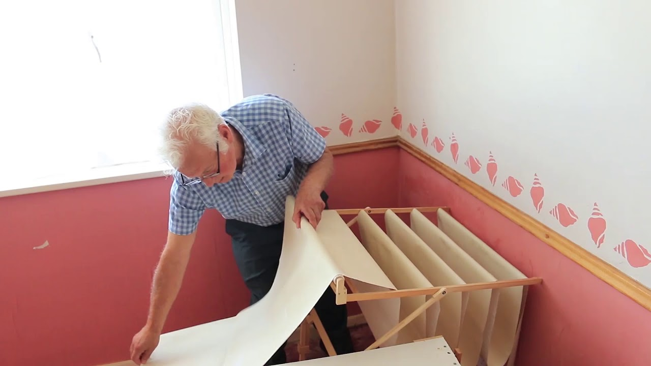 How to easily wallpaper a ceiling - No ladders required ...