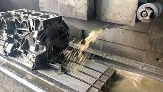 Запчастини в роботі: шліфування площини блоку двигуна 2.3 л бензин SEBA від Ford Mondeo 4