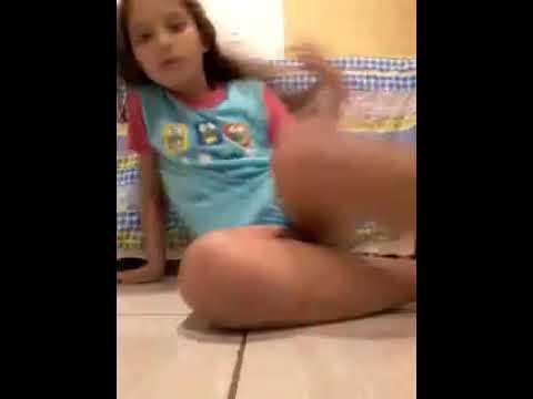 ginástica brincando com slime