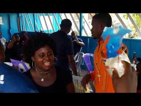 Bishop Andy. Distribution gratuite de riz au population de Lambaréné/Gabon  par le Bishop Andy
