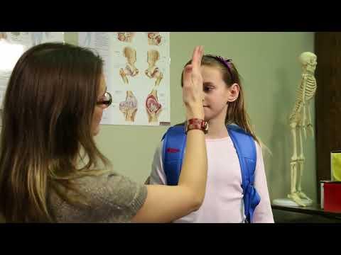 Societe arthrite: Ajustement et port du sac a dos d'un enfant atteint d'arthrite