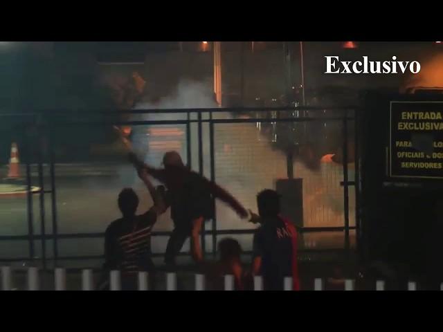 Exclusivo: veja momento em que bombas são lançadas contra manifestantes