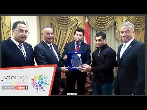 وزير الرياضة يكرم محمد إيهاب جائزة أفضل رياضى عربى  - 17:54-2018 / 12 / 4