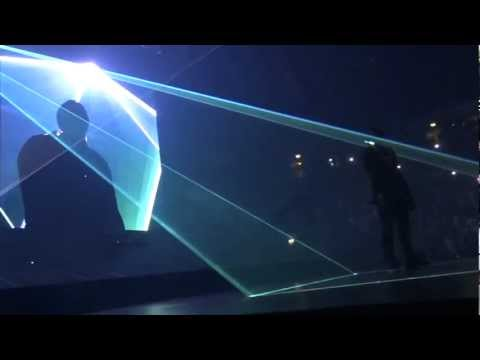 Jay Z & Kanye - Can't Tell Me Nothing - Watch The Throne Tour - UK (HD)