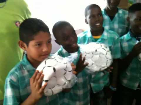 Himmat on Tour 2010- Goede doel project dr. Ephraim school 2