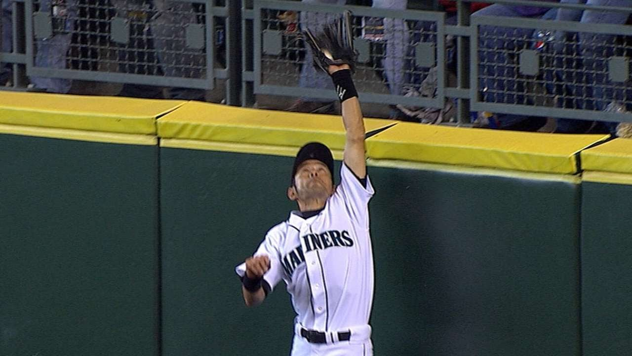 TEX@SEA: Ichiro makes an amazing catch at the wall - YouTube