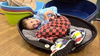 Max and Katy show their bed example of Kids Behavior