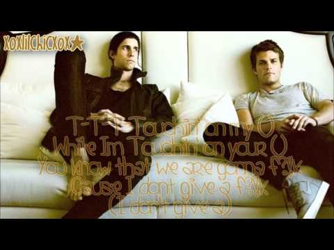 3OH!3 - Touchin' On My - (Instrumental/Karaoke) - Lyrics on Screen (HD)