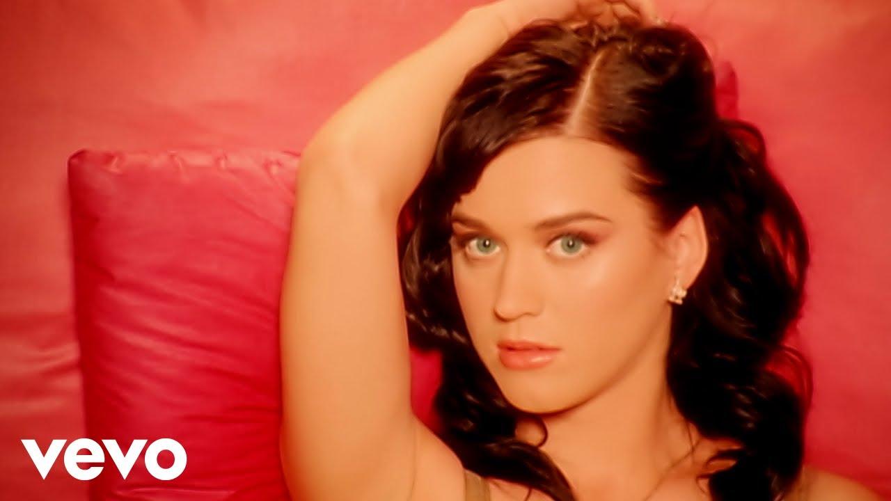 Katy Perry / I Kissed a Girl の歌詞の意味は?歌詞和訳と楽曲解説 : 洋楽歌詞和訳・アルバムレビュー NEXT MUSIC BOX