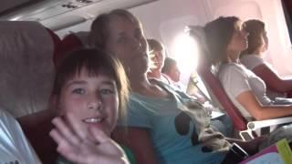 """Взлет самолета """"Боинг"""" из Алании, вид из иллюминатора.Высота 6000 м."""