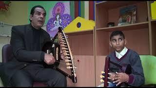 استمع الى احلي عزف علي السمسمية مع اول عازف كفيف ومدربه رضا دواد