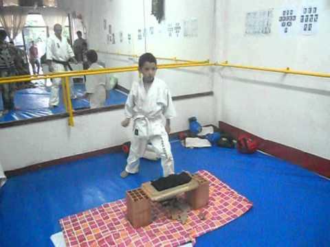 abdallahe mon champion  de association musashi karate kyokushinkai oujda  maroc