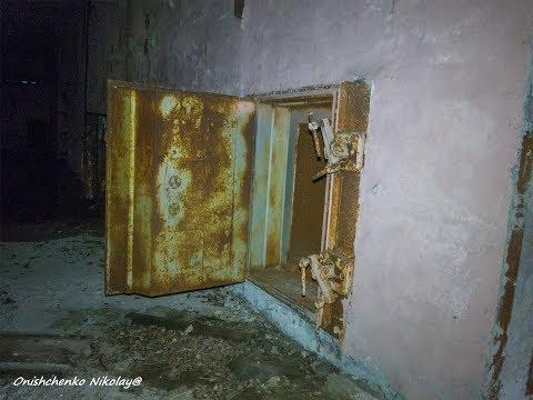 Чернобыль. ЧАЭС. Дверь на 5-м блоке, 3-й очереди весит 6 тонн