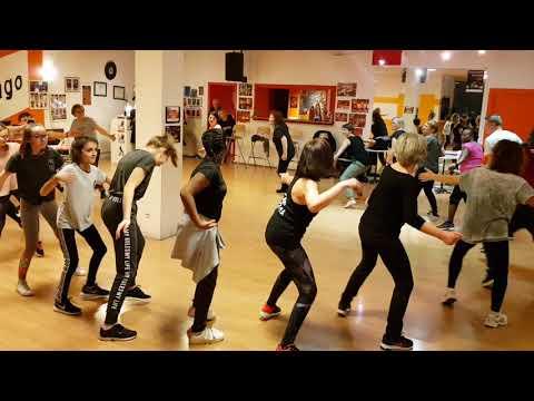Moussa Camara Danseur Et Ses Cours Afro Moderne Du Lundi à L'école Colmard De Chatenoy Le Royal