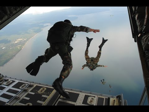 jump-from-plane-ssg-commandos-pakistan-2018-||-mohsin-fiaz