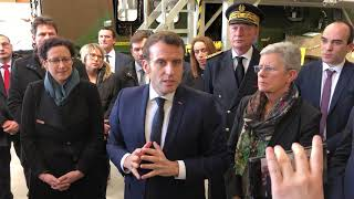 Pau: Emmanuel Macron s'exprime sur les retraites lors de sa visite dans l'entreprise Heli Union